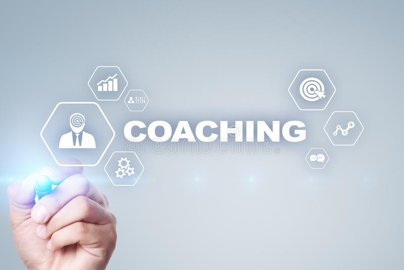 Тренировать и менторство на виртуальном экране Личная концепция развития стоковое изображение