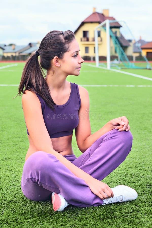 тренировка девушки стоковая фотография rf