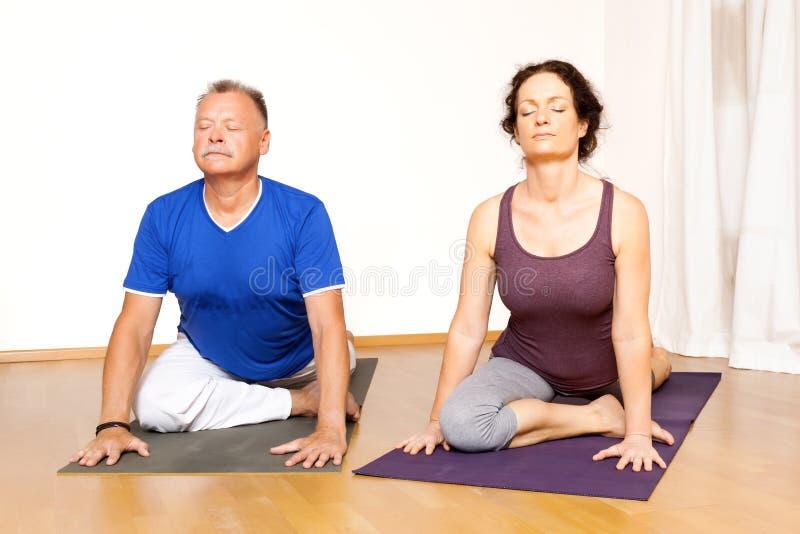 Тренировка йоги стоковое изображение rf