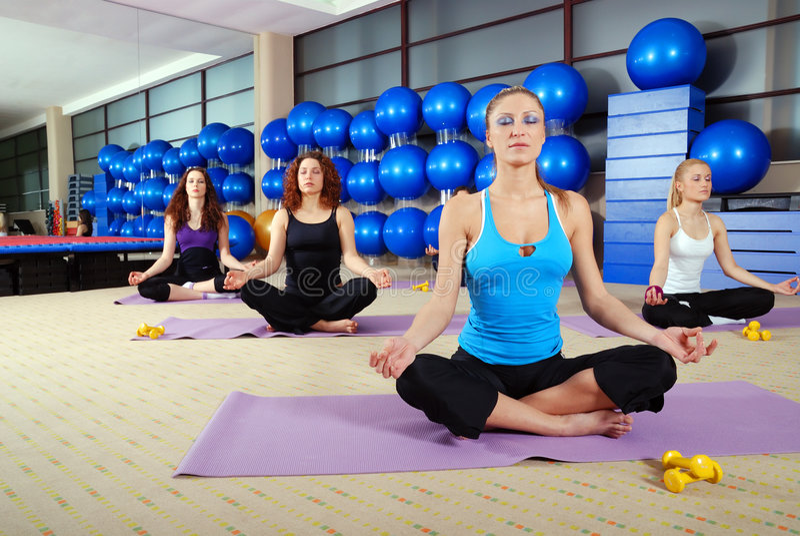 Тренировка йоги стоковое фото
