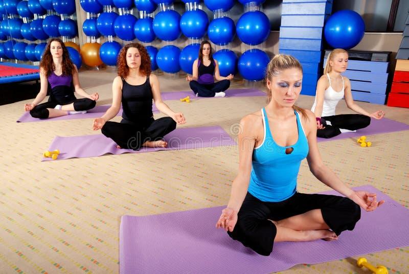 Тренировка йоги стоковое фото rf
