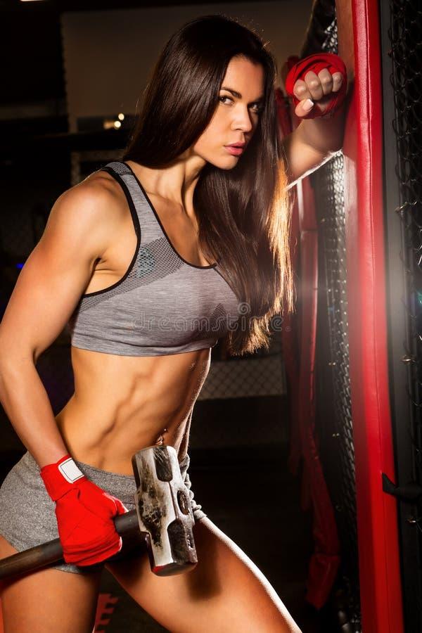 Тренировка красивой женской разминки функциональная стоковые фото