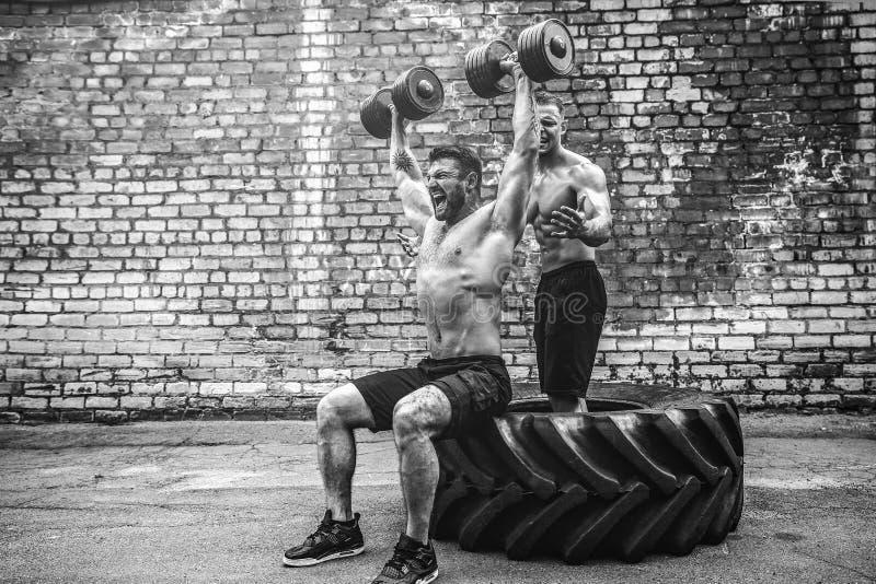 Тренировка 2 мышечная спортсменов стоковое фото rf