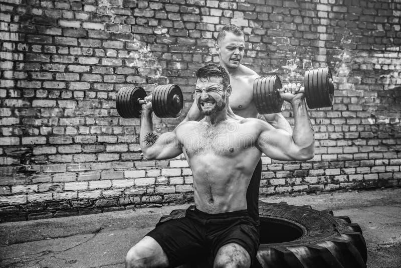 Тренировка 2 мышечная спортсменов стоковое изображение