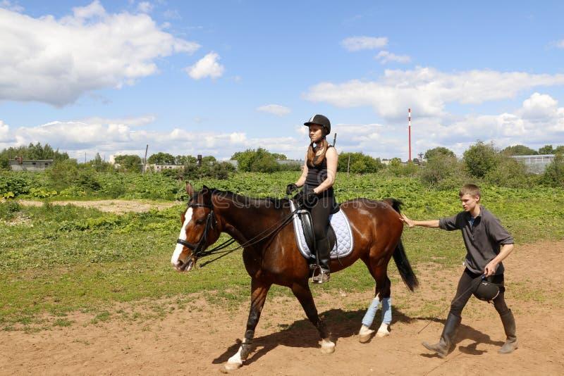 Тренировка лошадей в школе спорт в городе Kirov стоковое фото rf