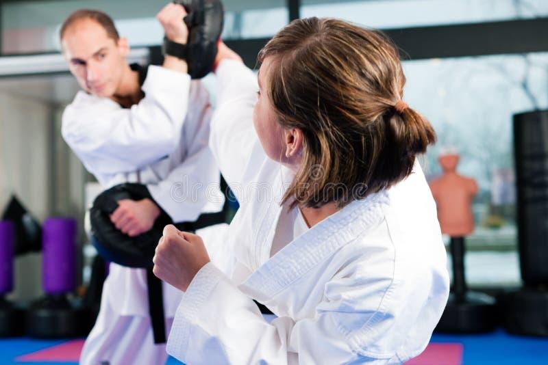 тренировка спорта гимнастики искусств военная стоковые изображения rf