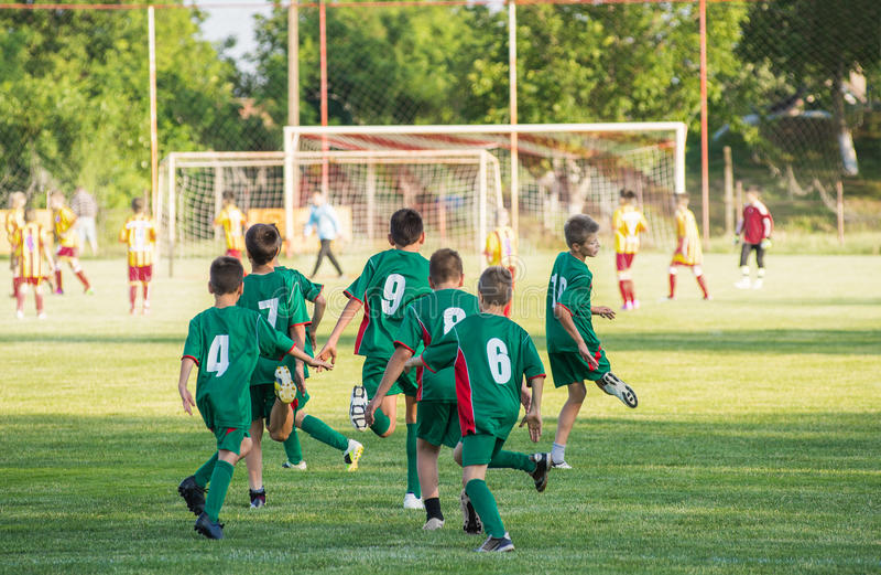 Тренировка футбола для детей стоковые изображения rf