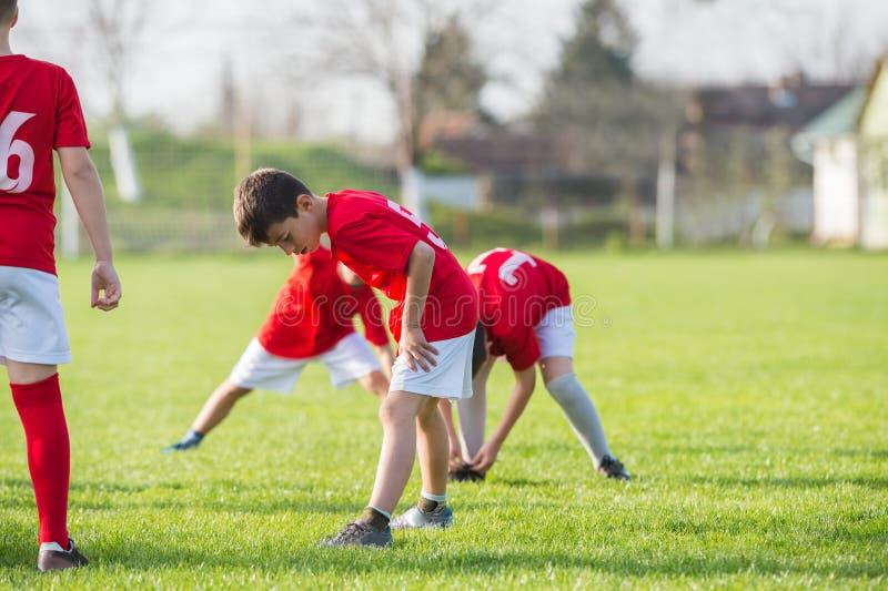 Тренировка футбола для детей стоковое изображение