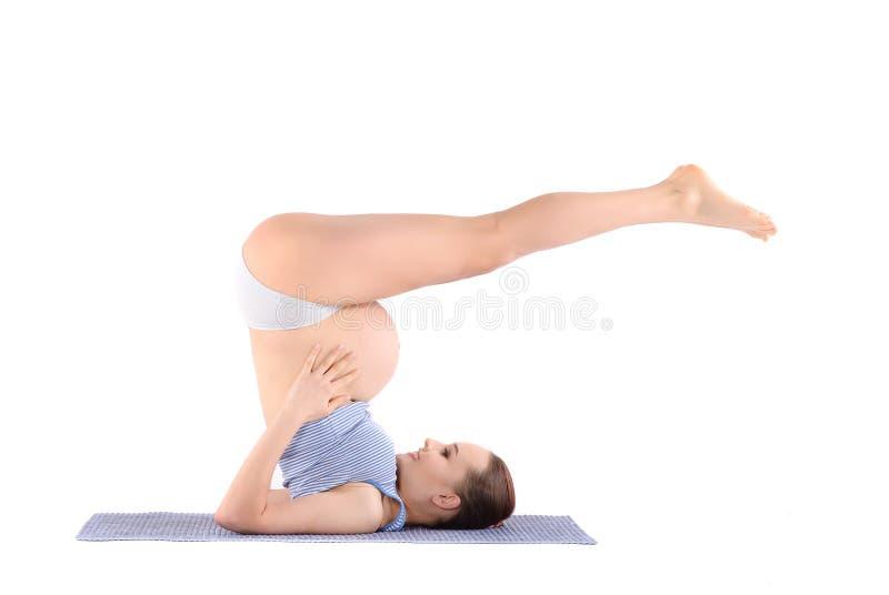 Тренировки женщины пренатальные стоковое изображение rf