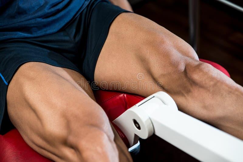 Тренировки ноги разминки стоковые фото