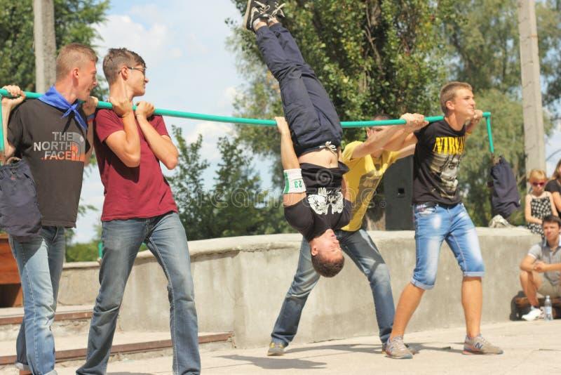 Тренировки спорта подростка стоковые изображения