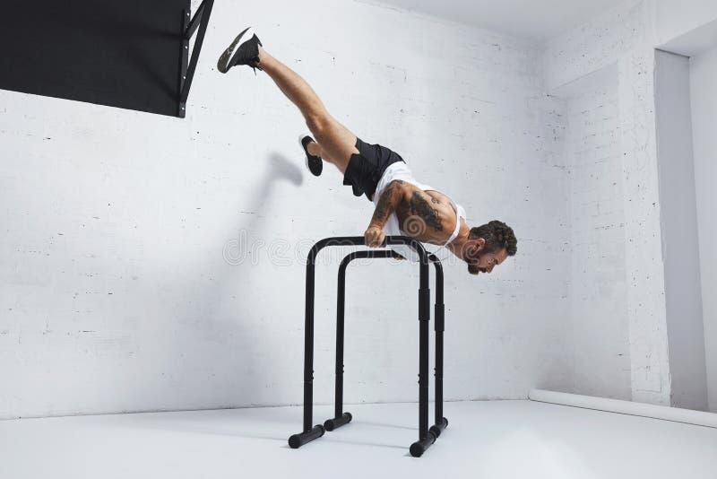 Тренировки Calisthenic и bodyweight стоковые изображения rf