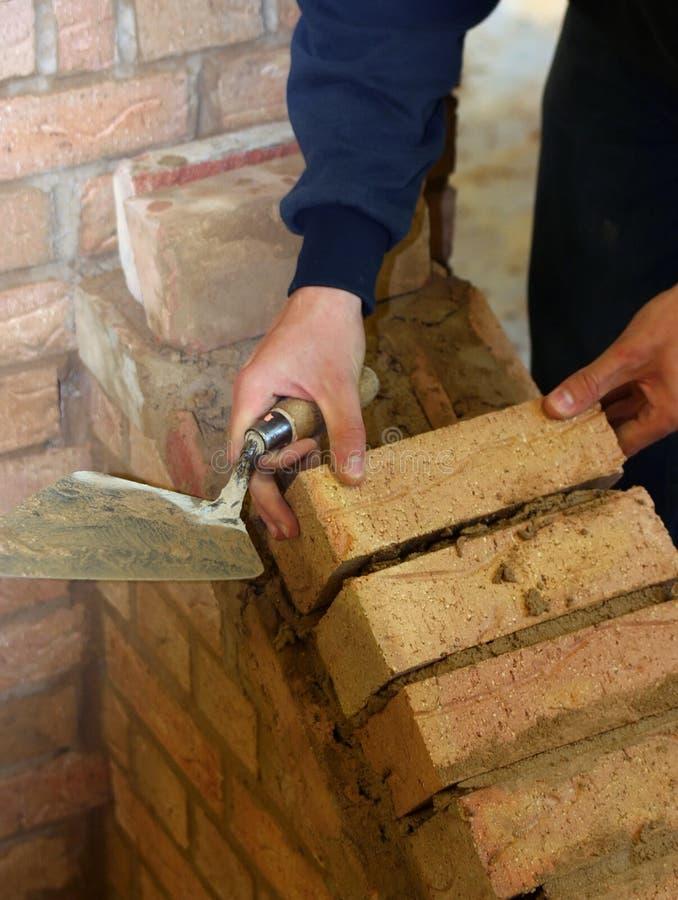 тренирующая bricklayer стоковые фото