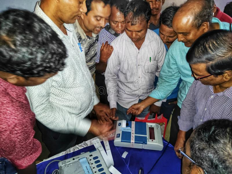 Тренируя процедура персонала полинга на избрание 2019 Lok Sabha или избрание 2019 Генеральной Ассамблеи держалась избранием стоковые изображения