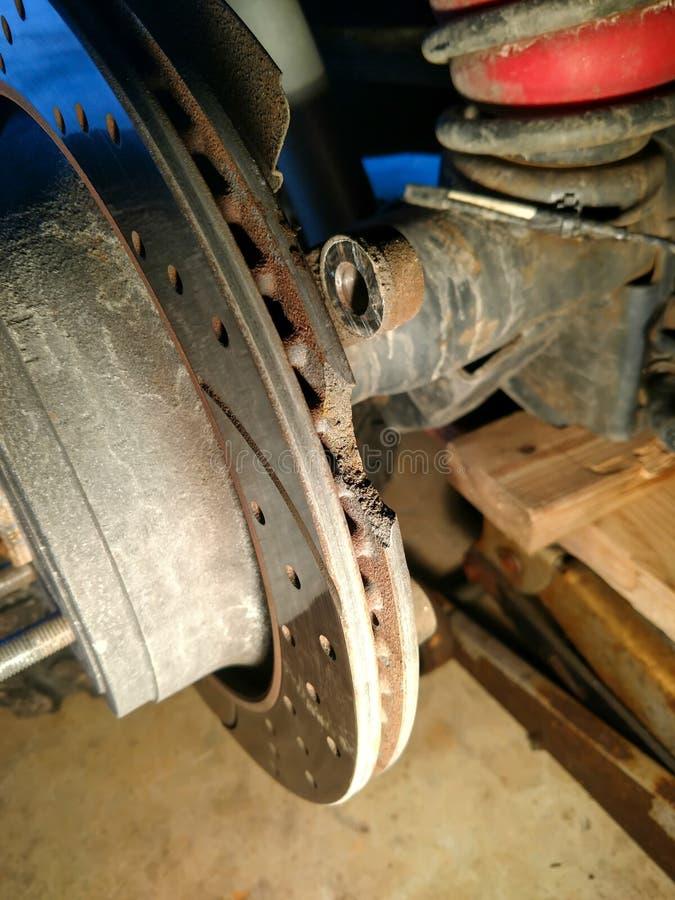 Треснул и brocken диск перерыва от автомобиля стоковое фото rf