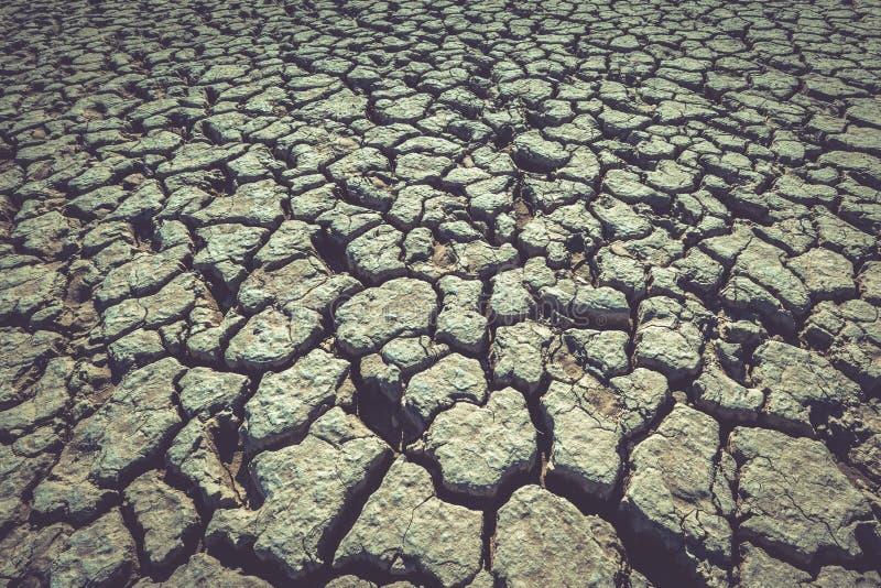 Треснутая земля, суглинок глины как предпосылка или фон стоковые фото
