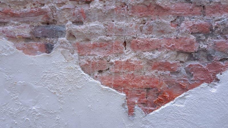 Треснутая кирпичная стена для предпосылки стоковое изображение