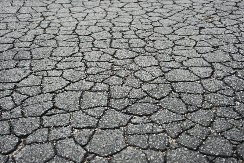 Download Треснутая дорога асфальта стоковое фото. изображение насчитывающей дорога - 33735288