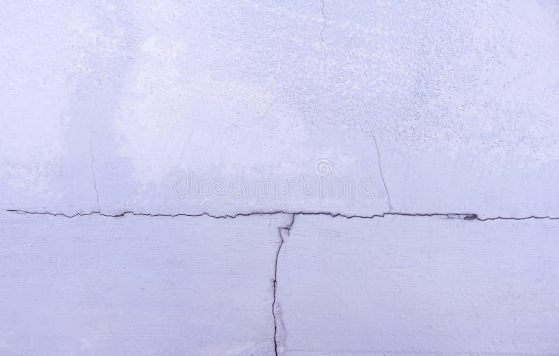 Треснутая стена цемента в голубом тоне Абстрактные предпосылка и textur стоковые фотографии rf