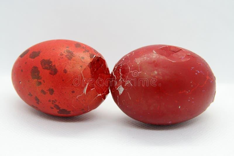 Треснутые пасхальные яйца Треснутые раковины яйца стоковые фото