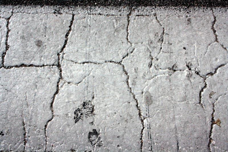 Треснутый бетон купить гвозди по бетону для нейлера