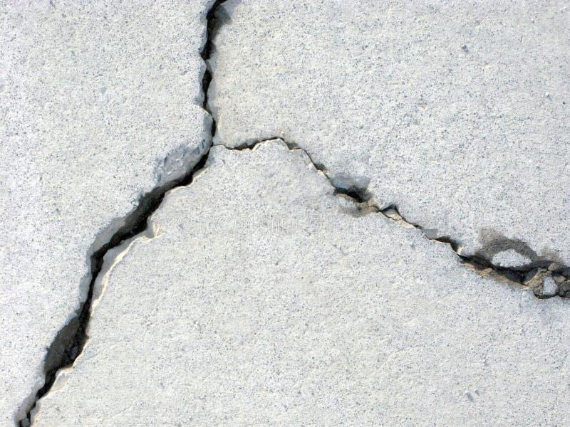 треснутый бетон стоковое фото rf