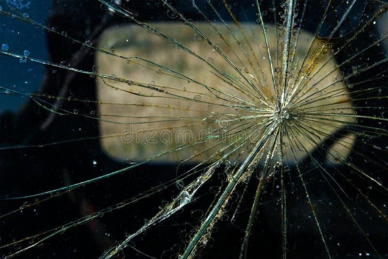 Треснутый отказ предпосылки стекла окна стоковые изображения