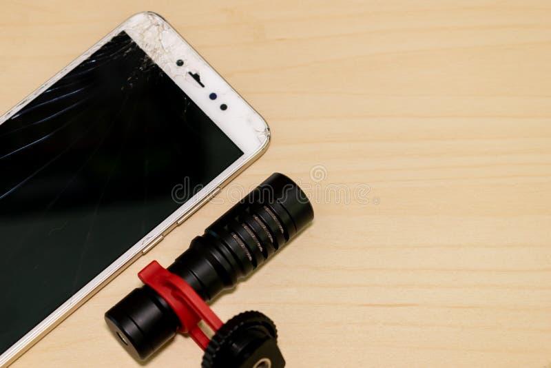Треснутый экран Handphone LCD с видео- микрофоном стоковая фотография