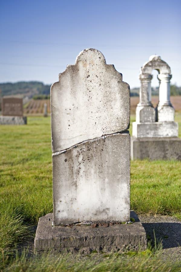 треснутый headstone стоковое фото