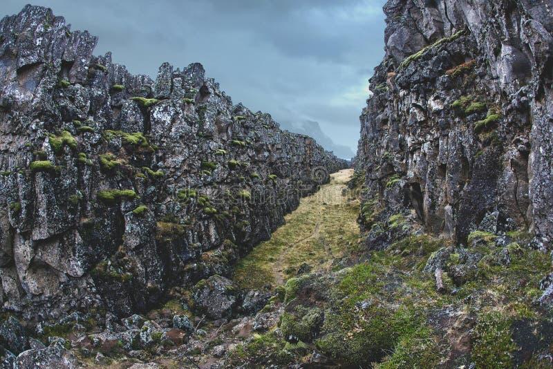 Трещиноватость тектонических плит в парке tingvellir в Исландии стоковая фотография