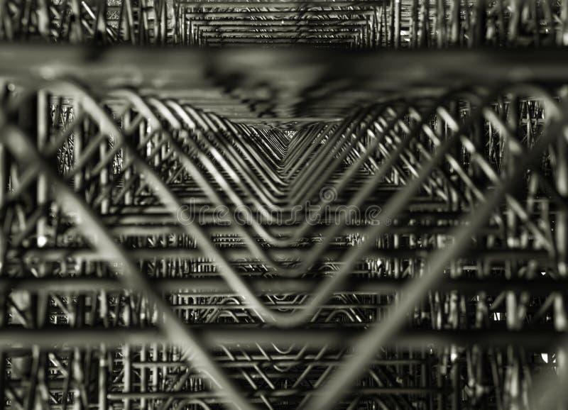 Триангулярная геометрическая конструкция форм мест стадиона Абстрактная современная часть архитектуры металла темное триангулярно стоковое фото