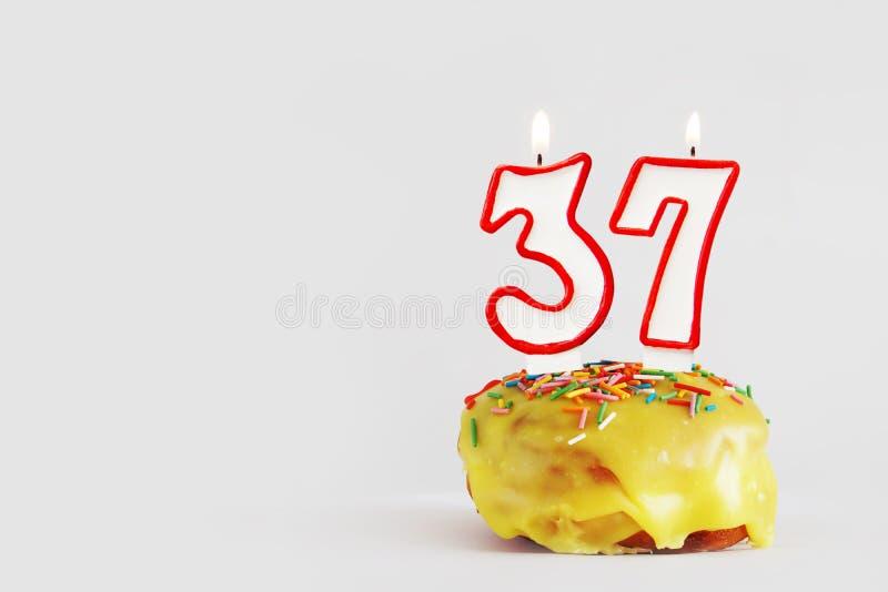 День рождения 37 лет женщине картинки