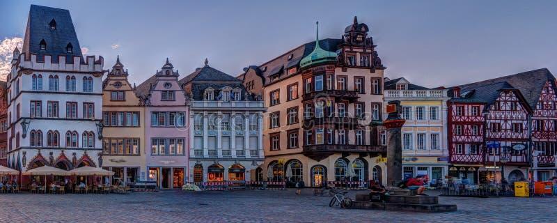 Трир рынка исторических фасадов дома главный стоковые изображения
