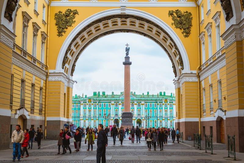 Триумфальный свод здания генерального штаба Санкт-Петербурга, России стоковое фото