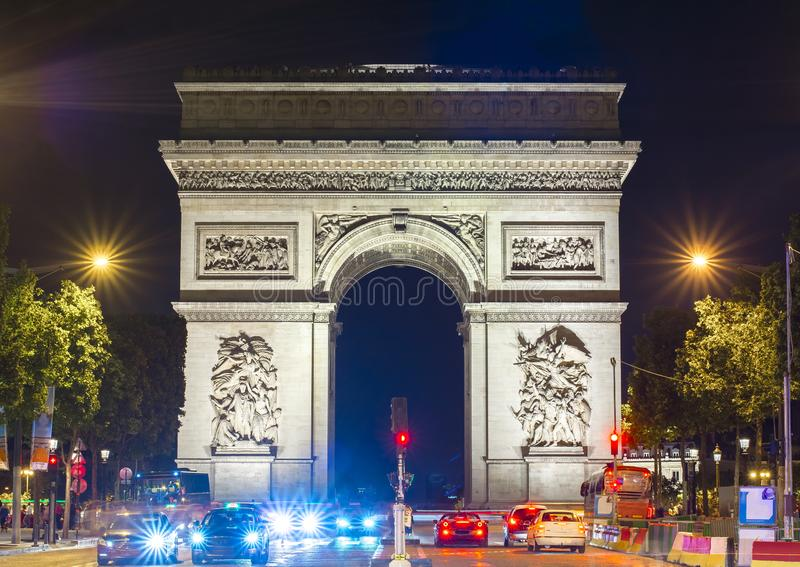 Триумфальный свод Триумфальная Арка на ноче, Париж, Франция стоковое фото rf