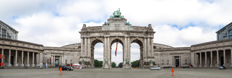 Триумфальный свод в Parc du Cinquantenaire в Брюсселе стоковые изображения rf
