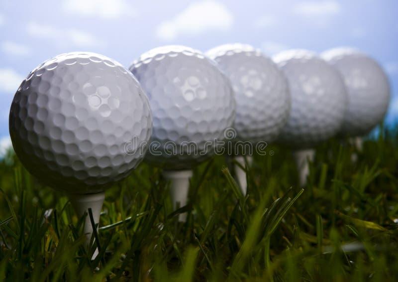 Download тройник травы гольфа шарика Стоковое Изображение - изображение насчитывающей роскошь, оборудование: 6858409
