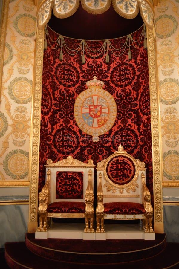 Троны в королевском дворце стоковое фото