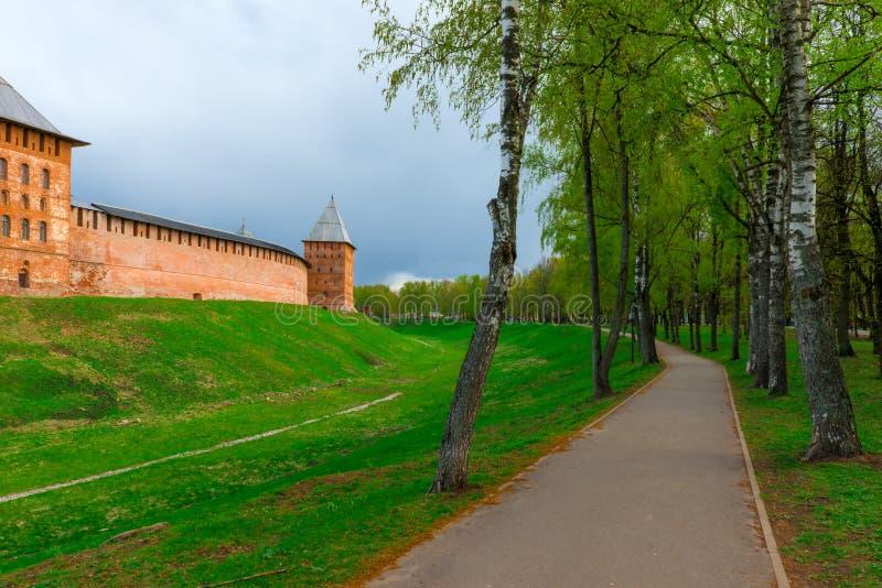 Download Тропа вокруг Новгорода Кремля Стоковое Фото - изображение насчитывающей ведущего, холм: 40581216