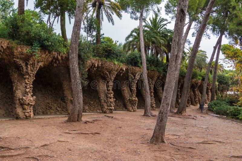 Тропа в парке Guell, Барселоне, Испании стоковое фото rf