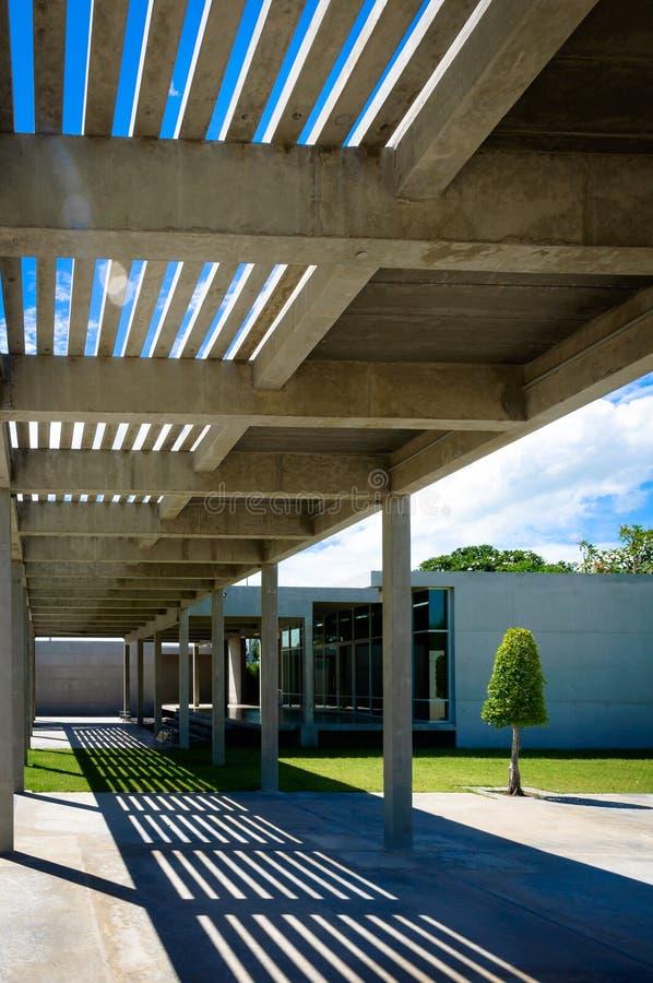 Тропа и крыша решетины стоковое фото rf