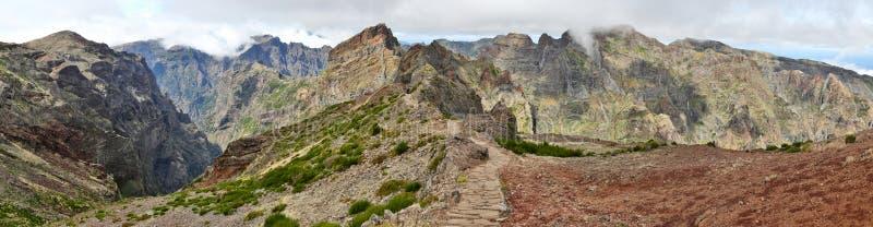Тропа около Pico делает Arieiro; Мадейра 02 стоковая фотография