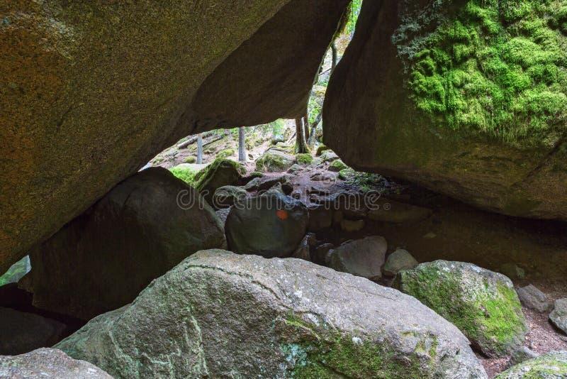 Тропа через пещеры стоковое фото rf
