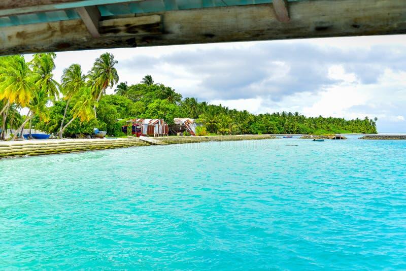 Тропическая гавань в атолле Thaa, Мальдивах стоковое фото