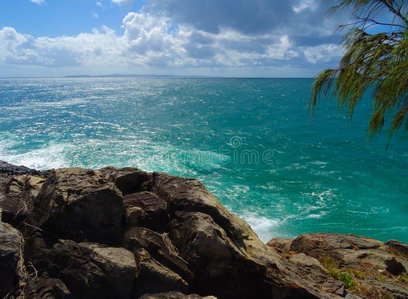 Тропическая линия побережья утеса стоковое фото