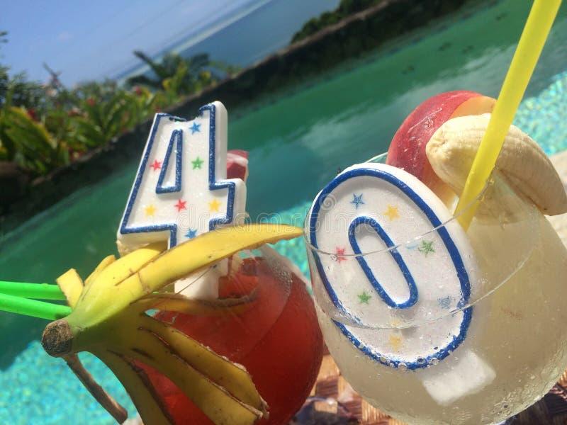 Download Тропические 40th пить дня рождения в рае Стоковое Фото - изображение насчитывающей свечки, пить: 41659256