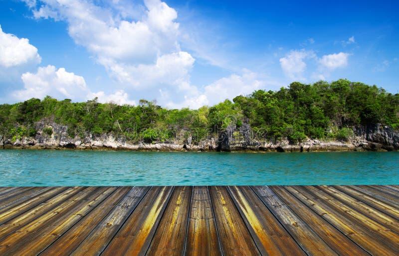 Download Тропический остров стоковое изображение. изображение насчитывающей релаксация - 33729059