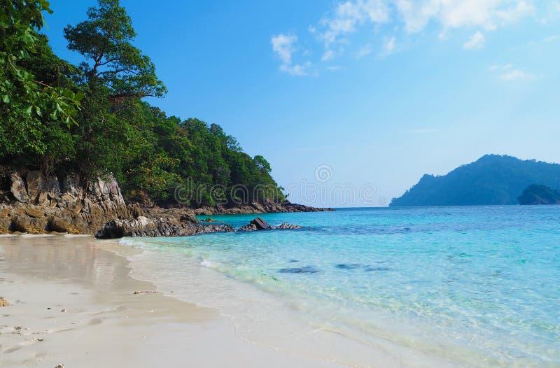 Тропический пейзаж пляжа, море Andaman стоковые изображения