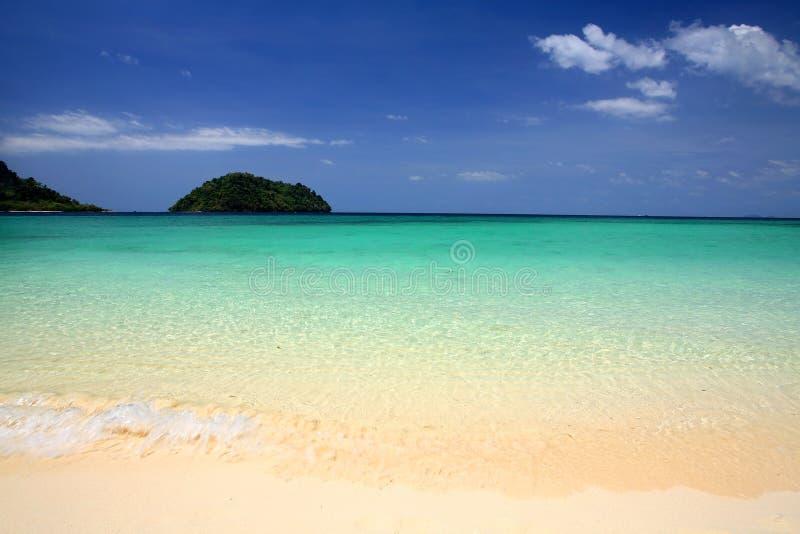 Тропический пляж моря Andaman на островах Lipe стоковые фото