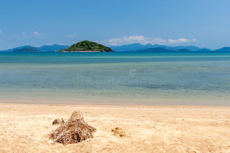 Тропический пляж на Mak Koh, остров рая стоковое фото rf